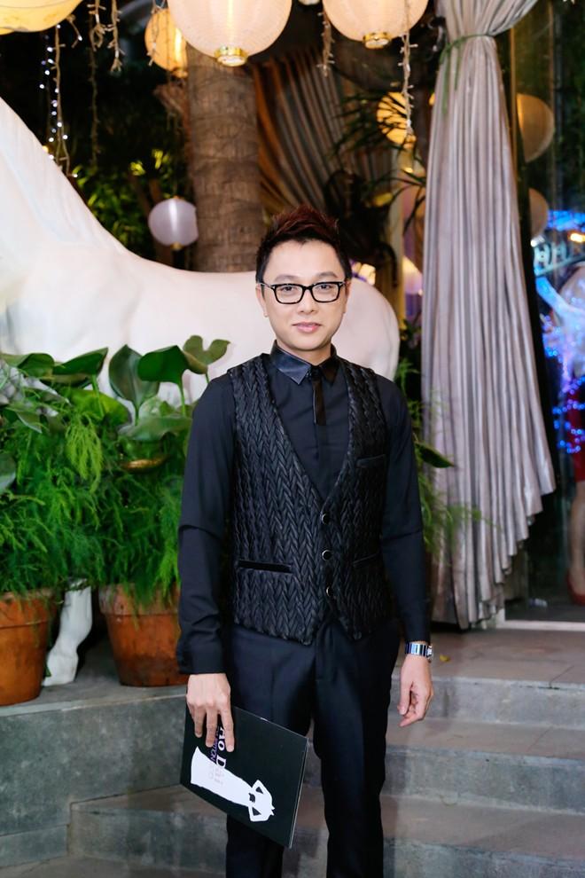 Em chồng xinh đẹp của Hà Tăng theo bố mẹ đi tiệc 19