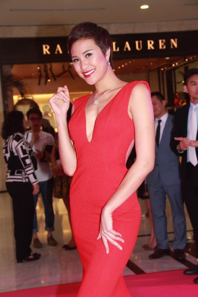 Ngô Thanh Vân nổi bật với chiếc nhẫn giá hàng trăm triệu 9