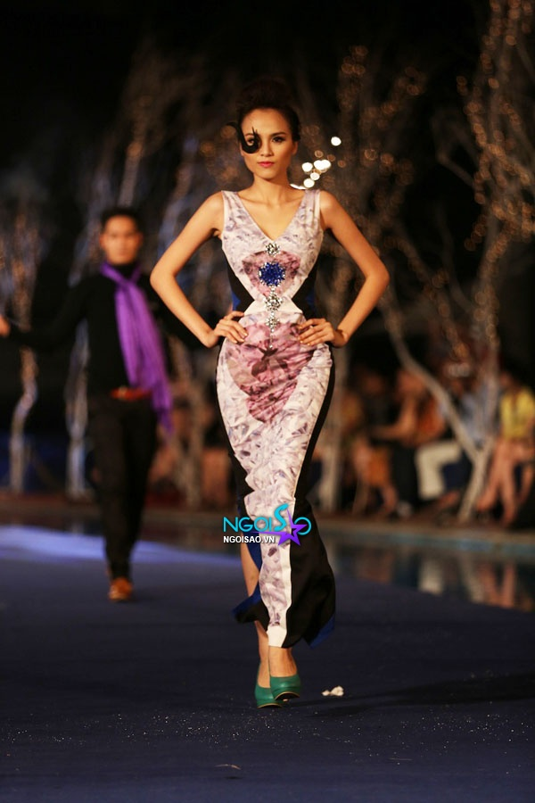 Hoa hậu Thùy Dung, Diễm Hương quyến rũ trong trang phục màu sắc 8