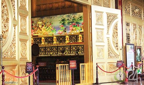 Chiêm ngưỡng đền thờ dát vàng giá ngàn tỷ tại Việt Nam 4