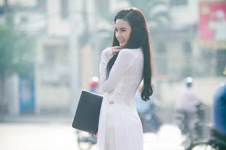 Angela Phương Trinh hiền dịu, mỏng manh trong tà áo dài trắng 9