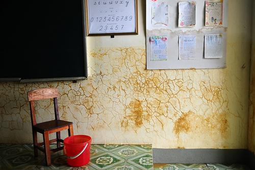 Xót xa trường lớp ngập tràn bùn đất sau lũ lớn 5