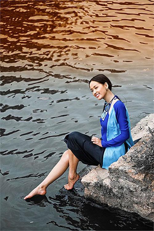 Tận mắt so sánh nhan sắc mỹ nhân Việt cùng diện áo yếm 6