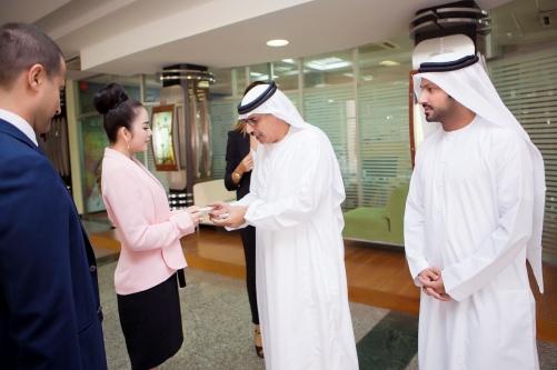 Lý Nhã Kỳ thanh lịch khi làm việc với nhiều trường đại học ở Dubai 14