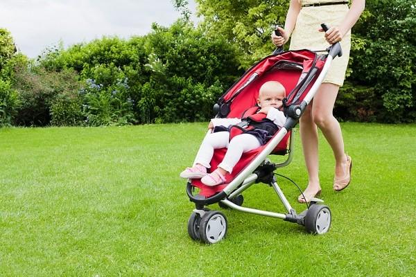 Những điều mẹ cần biết khi cho trẻ sơ sinh đi dạo 1