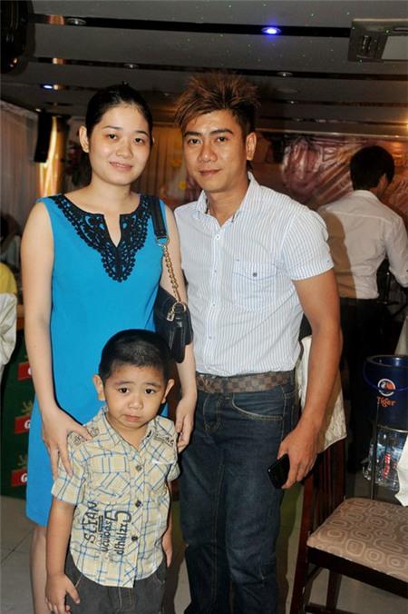 Vợ Lý Hải 'bế' bụng bầu 8 tháng đi tiệc 5