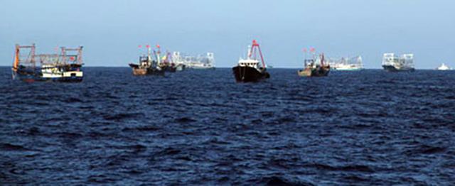 Tàu cảnh sát biển Việt Nam hỗ trợ ngư dân đánh cá khu vực giàn khoan 981 1