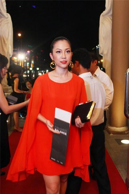 Sao Việt quyến rũ với váy suông 5