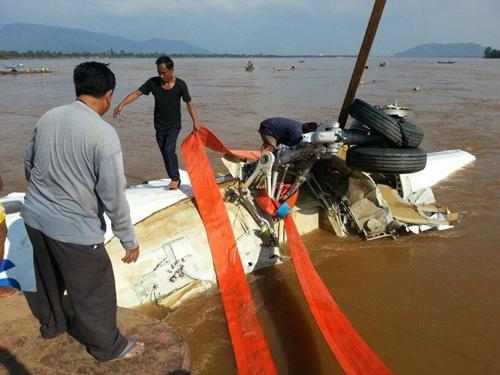 Lào đã trục vớt được thân máy bay từ sông Mekong 3