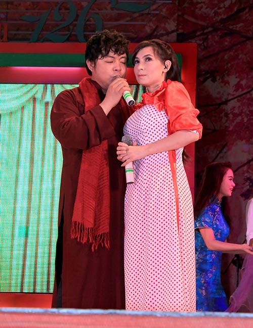 Quang Lê tặng fan nữ một nụ hôn ngọt ngào trên sân khấu 8