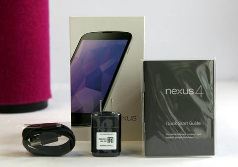 Nexus 4 màu trắng về Việt Nam giá 9,8 triệu đồng 1