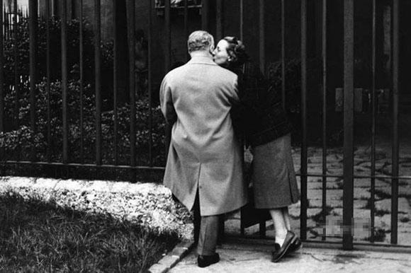 Ngắm chùm ảnh lãng mạn về tình yêu trong thế chiến thứ 2 3