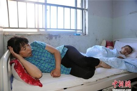 Nỗi đau của người phụ nữ chồng mất, con cụt chân 14