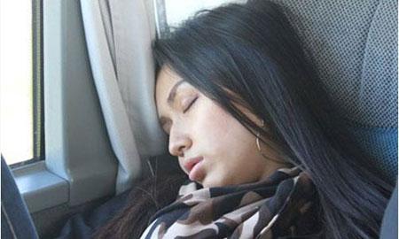 Tư thế ngủ gật hài hước của sao Việt 14