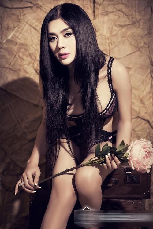 Lâm Chi Khanh phô diễn cơ thể táo bạo với nội y mỏng 6