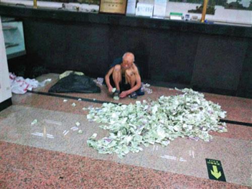 Cụ ông ăn xin mỗi tháng gửi về quê 34 triệu đồng 1