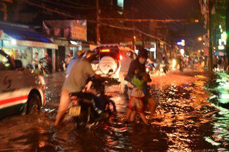 TPHCM bị ngập khủng khiếp sau trận mưa và triều cường 21