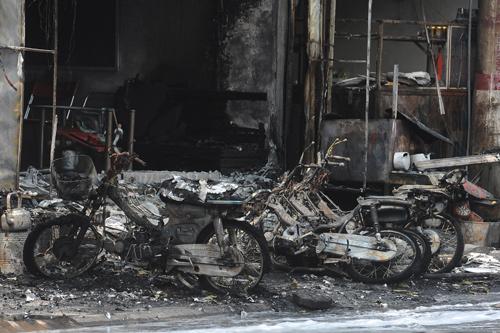Hiện trường vụ cháy xe bồn trong cây xăng 6