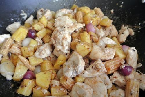 Thịt gà xào dứa thơm nức 6