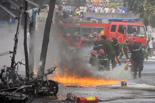 Hiện trường vụ cháy xe bồn trong cây xăng 4