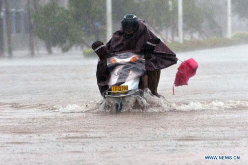 Cận cảnh sức tàn phá của bão Kalmaegi ở miền nam Trung Quốc 6