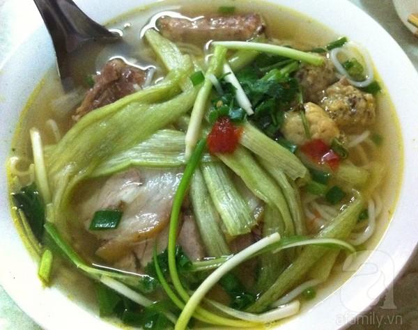 Ấm bụng bát bún dọc mùng ngon, rẻ phố Nguyễn Cao 6