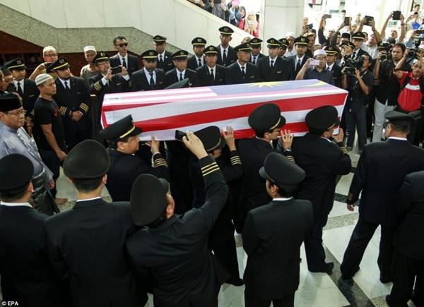 Đẫm nước mắt tang lễ 2 phi công vụ MH17 2