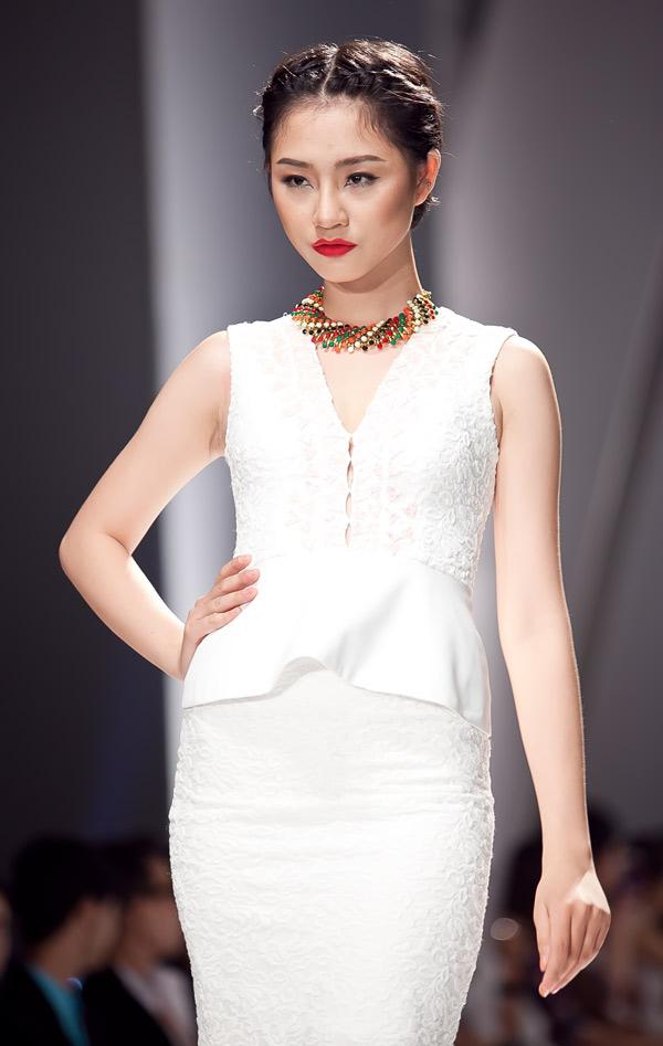 Những mẫu váy lộng lẫy mới nhất cho tháng 4 12