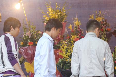 Đội mưa, vượt lũ, mua hoa cho người thương 1