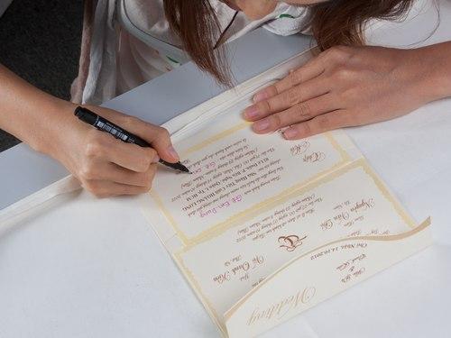 Kiếm tiền bằng nghề viết thiệp cưới 2