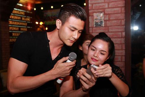 Hoàng Thùy Linh nhí nhảnh mừng sinh nhật tuổi 25 8