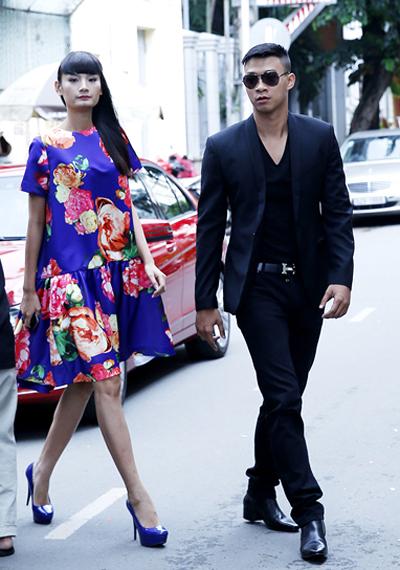 Top Model Lê Thúy được trai đẹp đưa đón bằng ô tô sang 2