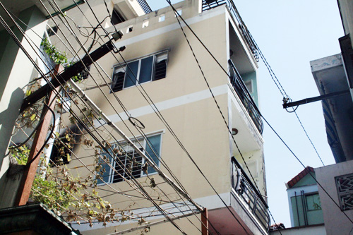 15 sinh viên kêu cứu trong nhà 4 tầng cháy 2