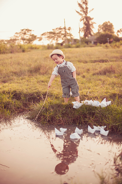 Con trai Lý Hải sành điệu tung tăng trên đồng cỏ 1