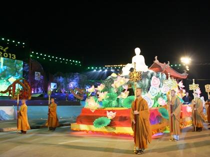 Ngắm hình ảnh rực rỡ tại lễ hội Carnaval Hạ Long 2013 13