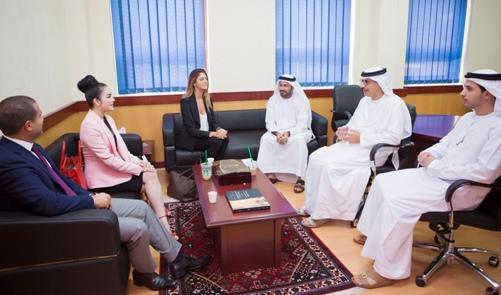 Lý Nhã Kỳ thanh lịch khi làm việc với nhiều trường đại học ở Dubai 10