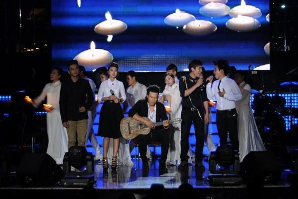 Lâm Chí Khanh bóp nghẹt vòng 1 trong đêm nhạc từ thiện 4