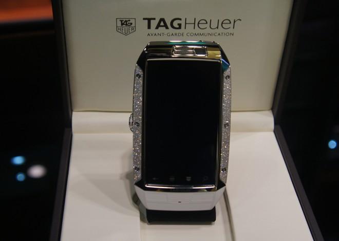 Điện thoại độc nhất Việt Nam giá hơn 600 triệu đồng 1