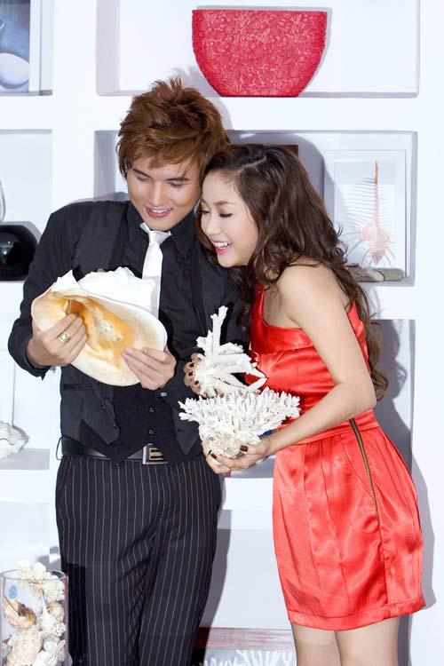 Lộ ảnh thân mật của hoa hậu Triệu Thị Hà và cháu trai quý bà Kim Hồng 12