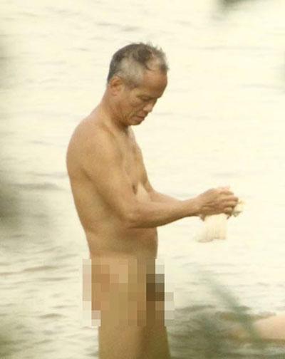 """Nắng nóng, người Hà Nội rủ nhau đi """"tắm tiên"""" 4"""