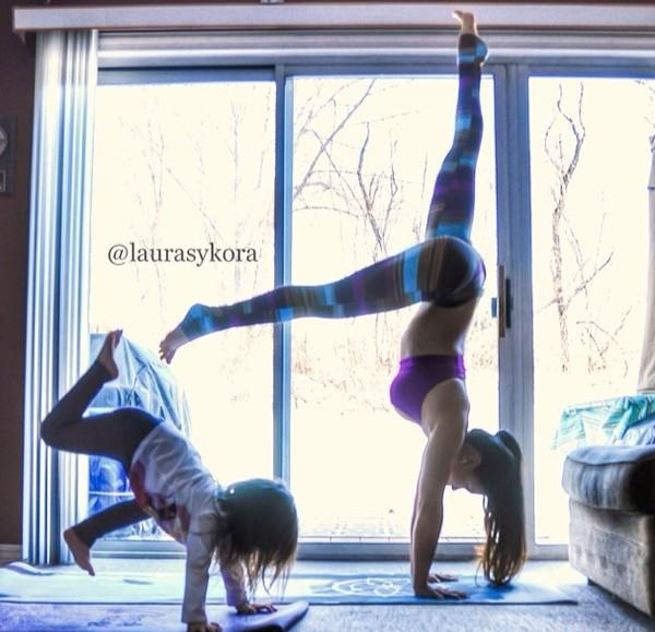 """Chùm ảnh đầy cảm hứng của """"bà mẹ Yoga"""" dáng siêu đẹp 22"""