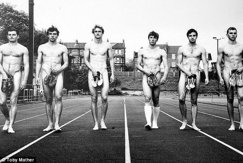 70 sinh viên Đại học Oxford khỏa thân... làm từ thiện 7