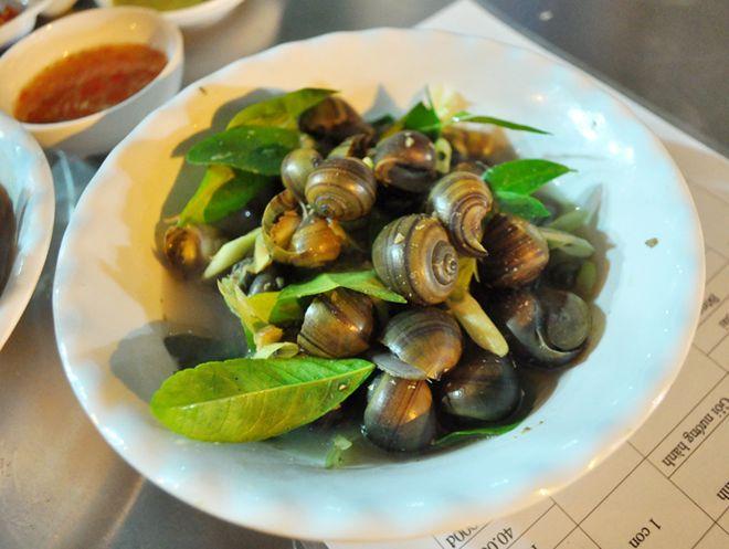Quán hải sản ngon rẻ hiếm thấy khu phố cổ 3