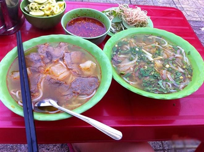 Những quán ăn đắt khách không cần bảng hiệu của Sài Gòn 4