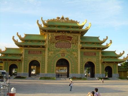 Đại gia bí ẩn bỏ nghìn tỷ xây chùa Bái Đính 2