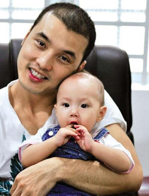 Nhận con nuôi, sao Việt độc thân lên chức bố, chức mẹ 9