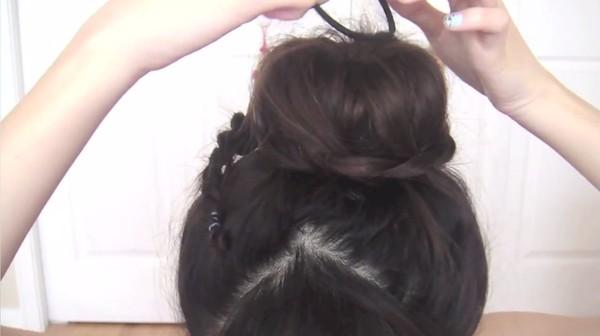 Tự thực hiện 3 kiểu tóc duyên dáng tới công sở 31