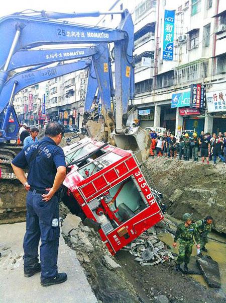 Vụ nổ gas ở Đài Loan: Nước mắt tang thương bao trùm bệnh viện, nhà tang lễ 7