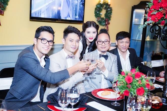 Minh Hằng váy hở táo bạo đi dự tiệc cuối năm của Lý Nhã Kỳ 18