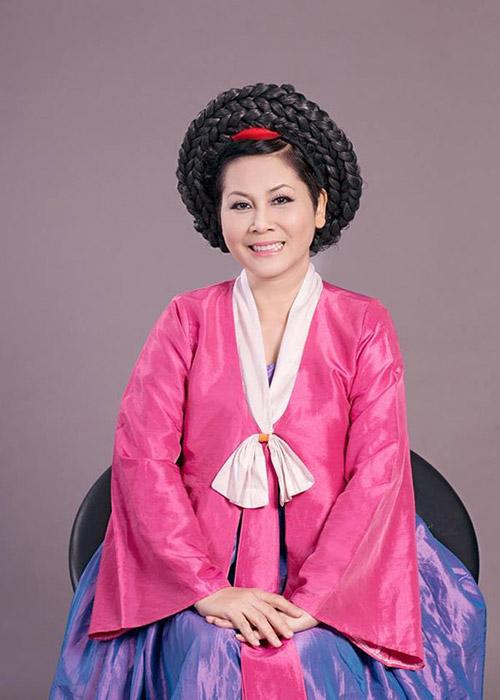 """Minh Hằng làm """"mama Chue"""" trong Táo quân 2014 1"""